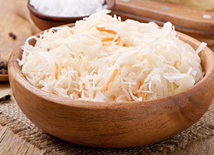 Как правильно квасить капусту, чтобы она была хрустящей - простые рецепты квашеной капусты