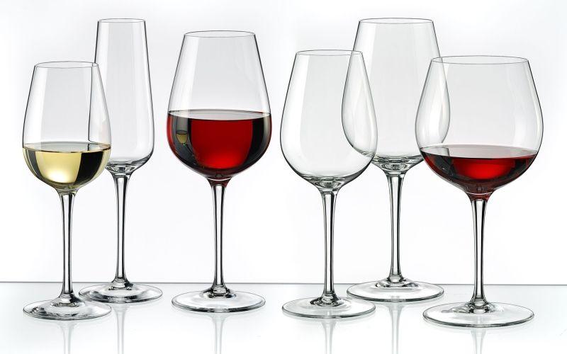 Как правильно подавать вино в бокалах