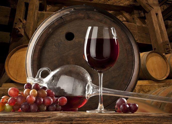 Чем полезно виноградное вино - изучаем свойства красного вина и пьём его правильно