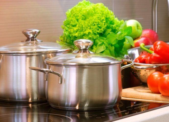 Какую посуду для кухни выбрать - варианты из алюминия, нержавеющей стали или эмалированную