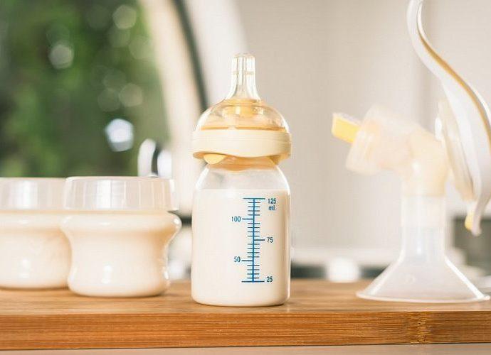 Какие виды молокоотсосов используются при кормлении новорожденных?