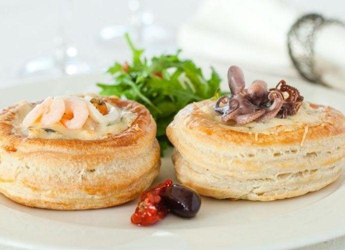 Как приготовить волованы - выбор начинки и приготовление теста: варианты с сыром, креветками и шампиньонами