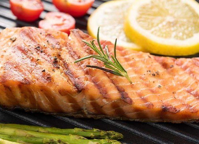 Как приготовить стейк из лосося на гриле - 2 оригинальных рецепта
