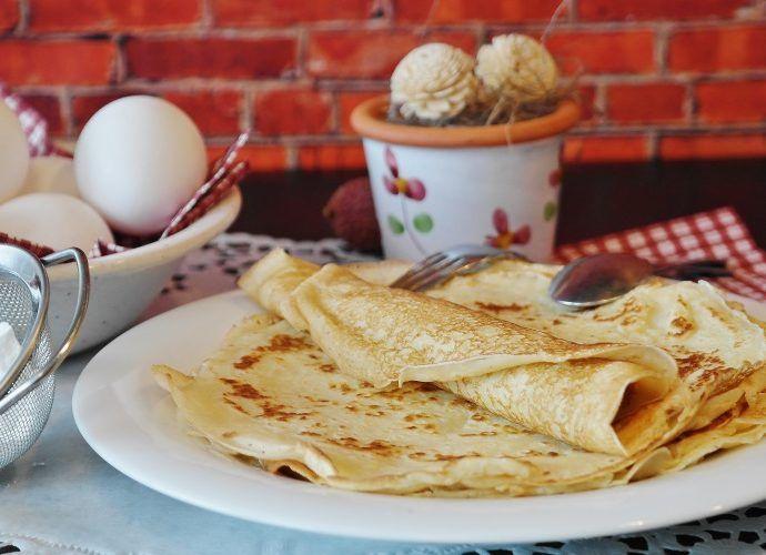 Рецепты блинов на масленицу: варианты на кефире, из гречки и с красной икрой