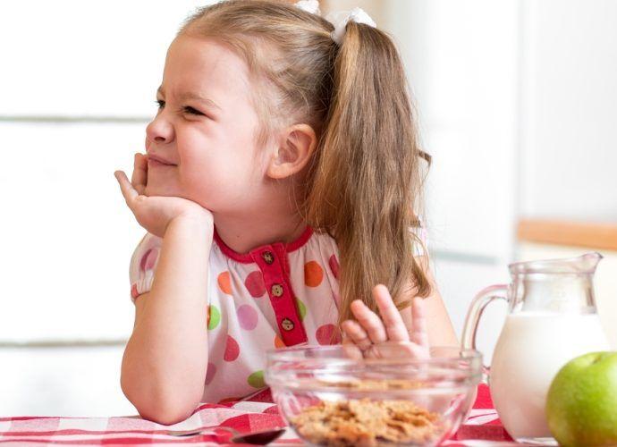 Почему ребенок мало ест? Ребенок - малоежка, что делать