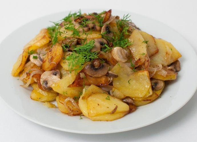 Картофель тушеный с грибами в мультиварке