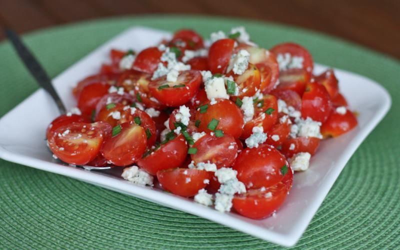 Салат из творога и помидоров