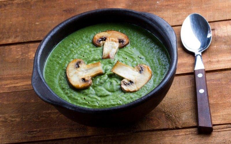 Суп с шампиньонами и шпинатом