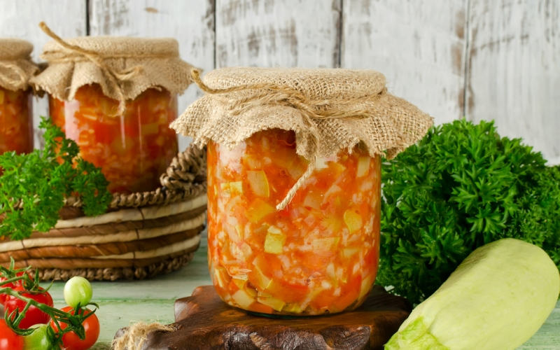 Кабачки с томатной пастой на зиму - простой рецепт