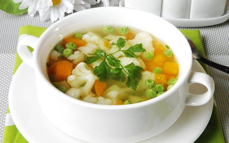 Холодный овощной суп с зеленым горошком