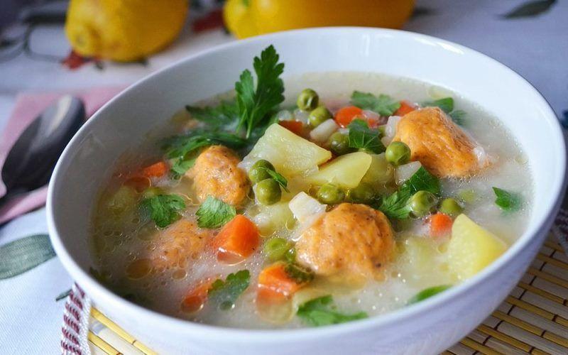 """Овощной суп с зеленым горошком """"Оригинальный"""" с сухариками"""
