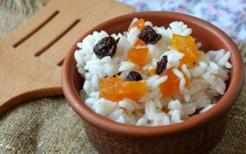 Рис в формочках с фруктами