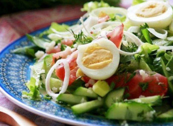 Салат овощной со свежей зеленью