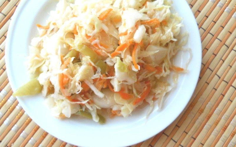 Капустный салат на зиму со сладким перцем и луком