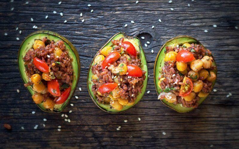 Закуска из баранины в авокадо
