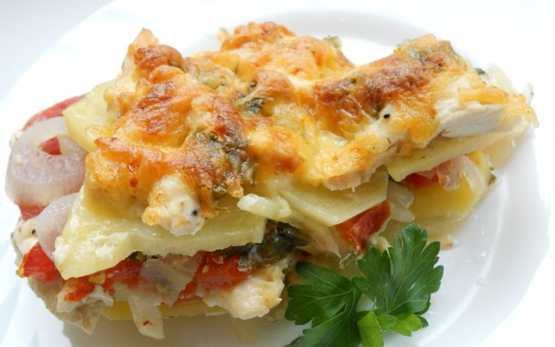 Картофельная запеканка в мультиварке - классический рецепт и варианты с грибами, овощами, рыбой