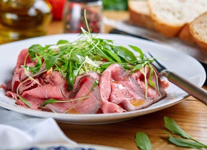 Праздничный салат с мясом и спаржей