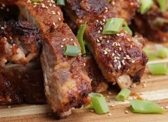 Свинина в духовке: 6 рецептов мягкого и нежного мяса, запеченного в духовке