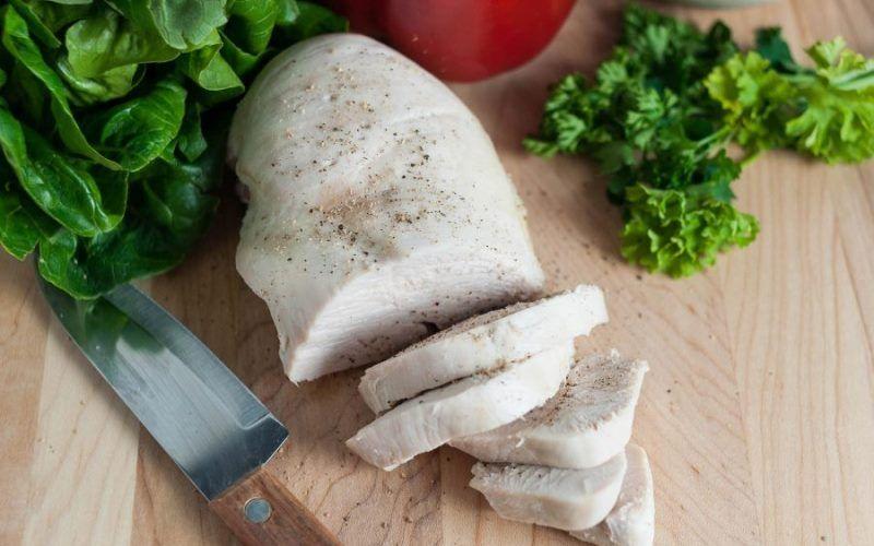 Диетические салаты с курицей: рецепты с отварной куриной грудкой