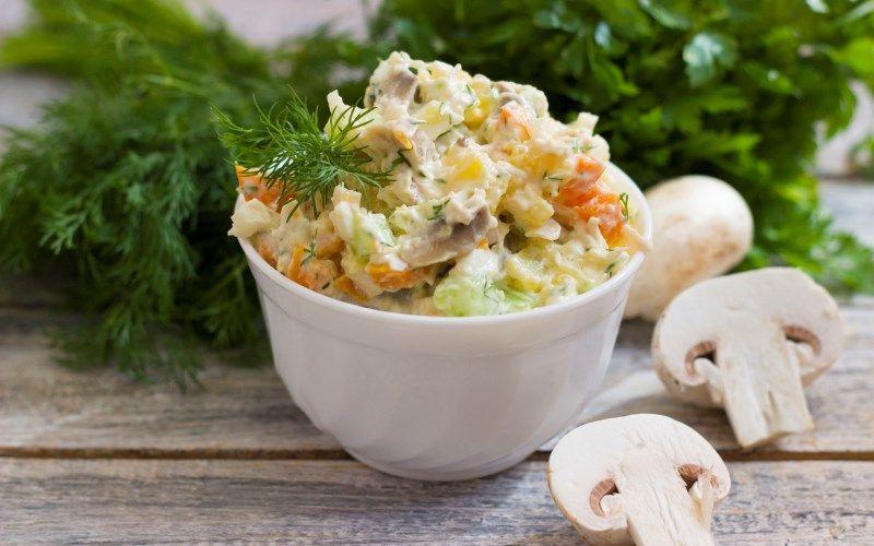 Праздничный салатс грибами