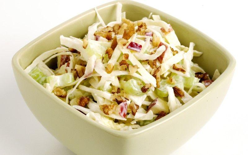Салат с капустой и яблоками