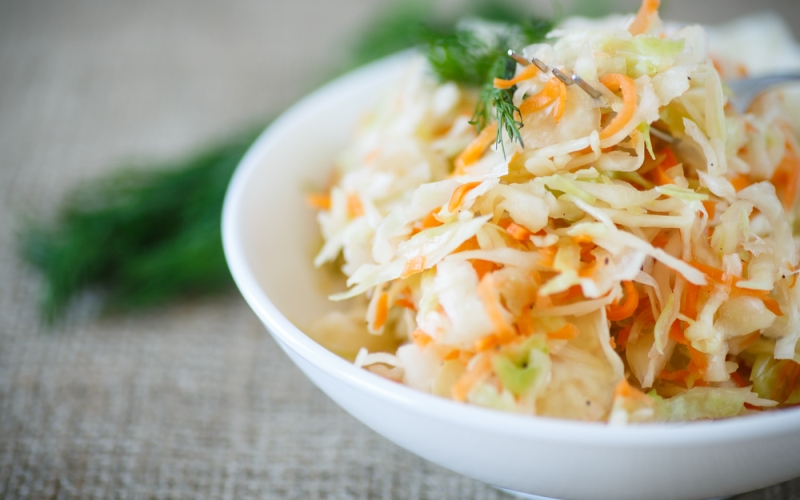 Капустный салат с морковью и сельдереем