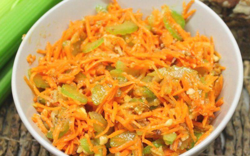 Салат из моркови, сельдерея и орехов