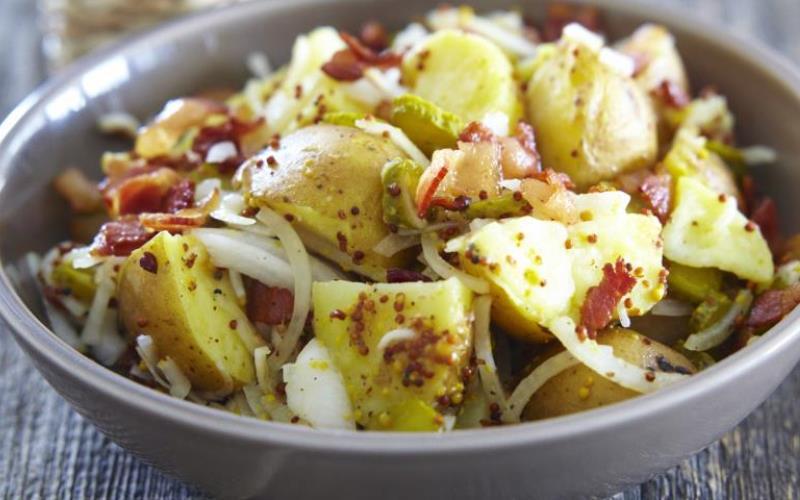 Салат с карбонадом, картофелем и грибами