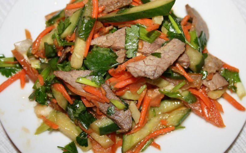 Салат с языком, морковью и огурцом
