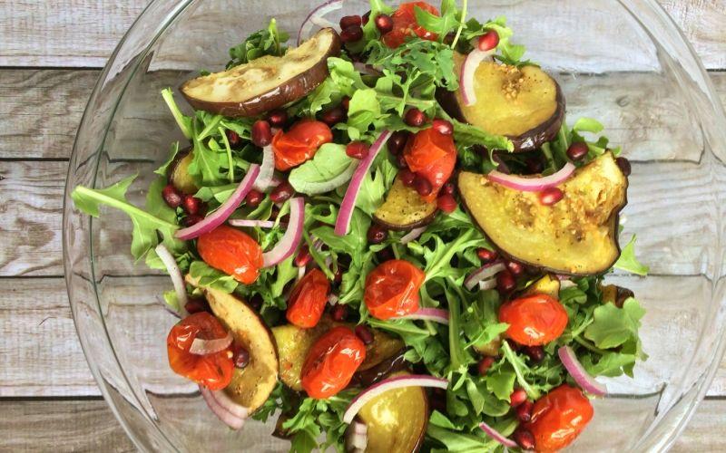 Египетский салат с печеными баклажанами