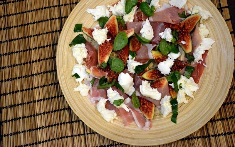 Салат с инжиром и ветчиной по-итальянски