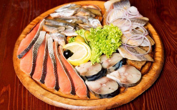 Рыбные салаты: с лососем, сельдью, скумбрией, консервированной рыбой