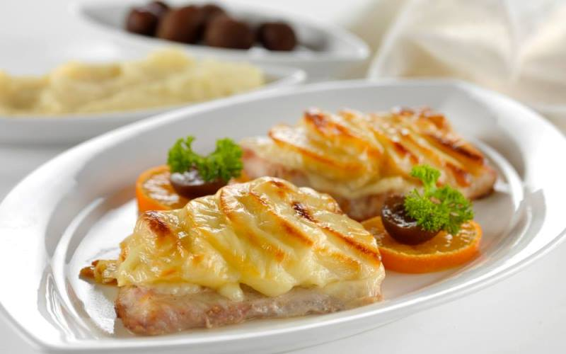 Рыба, запеченная с сыром и мандаринами