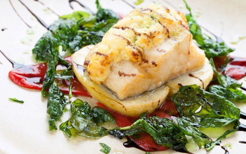 Рыбное филе, запеченное со шпинатом