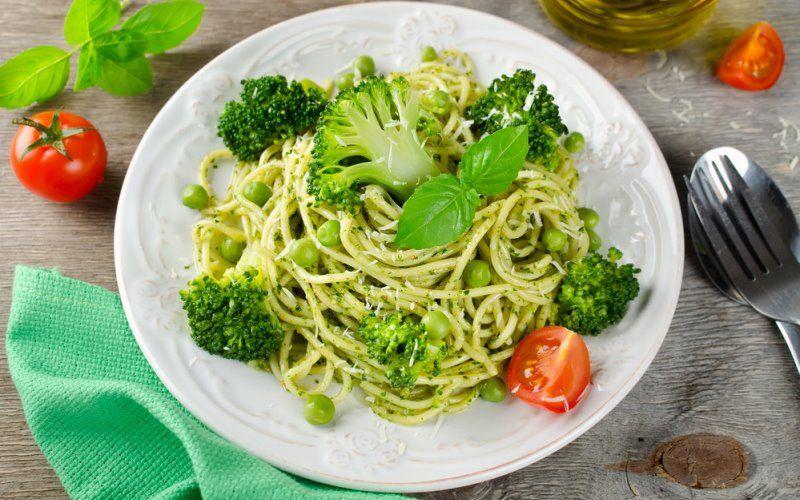 Спагетти с брокколи и чили