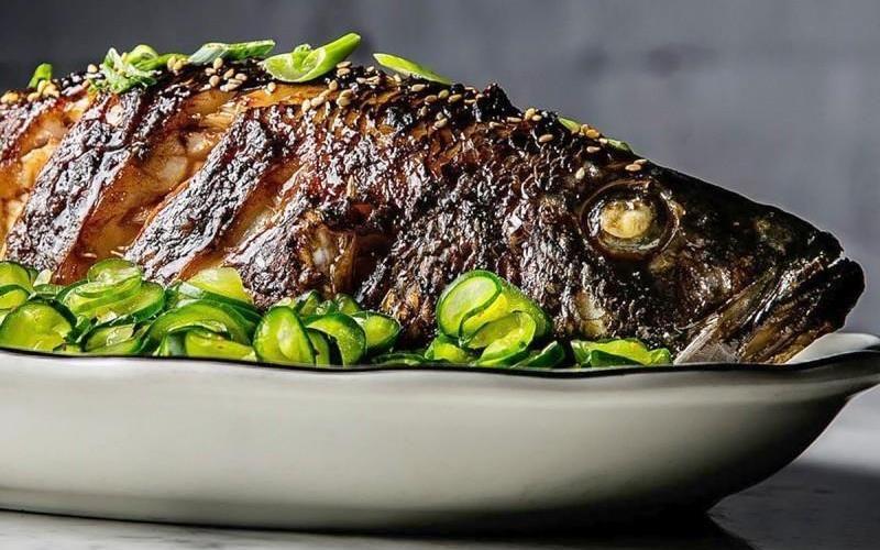Как запечь рыбу в духовке: 13 вкусных рецепта рыбы целиком, кусочками, с овощами, сыром и в маринаде