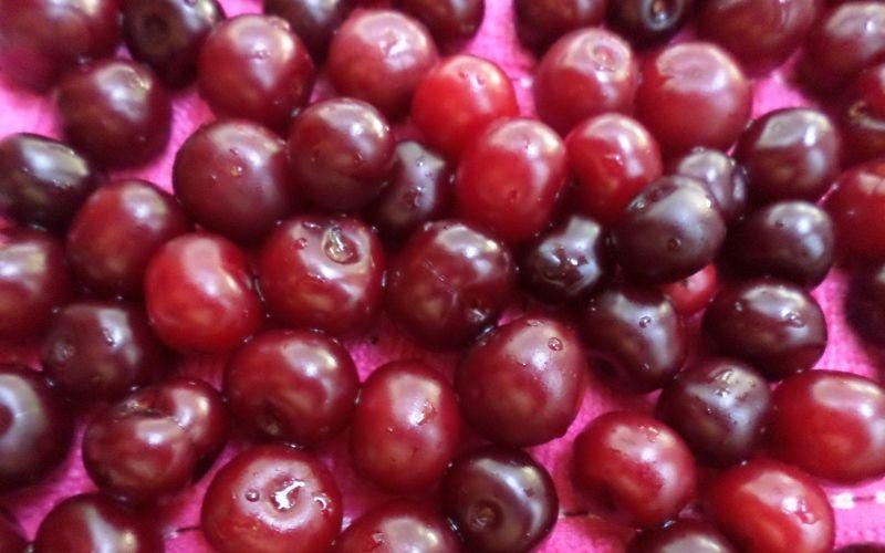 Вишни плоды - вымыть и обсушить