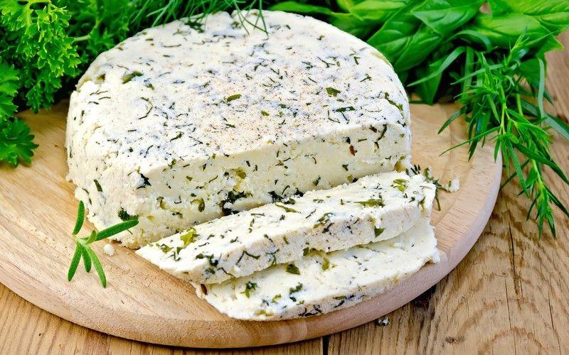 Сыр с зеленью