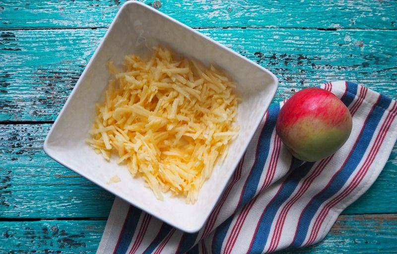 Нежные сырники с яблоками