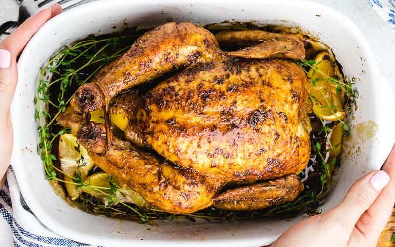 Цыпленок в духовке с приправой