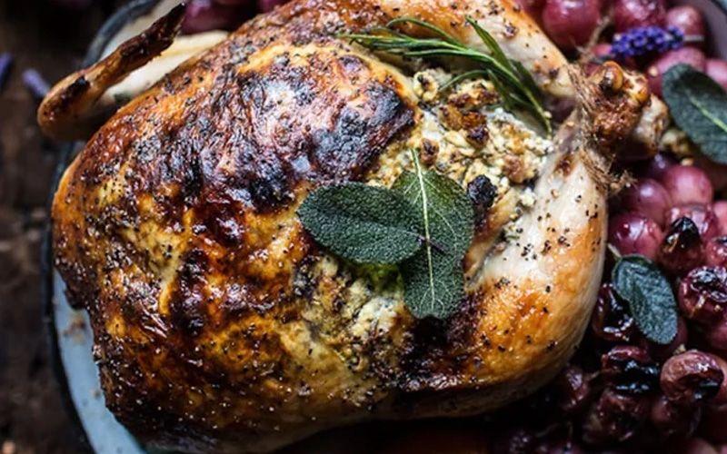 Цыпленок с сухофруктами и орехами