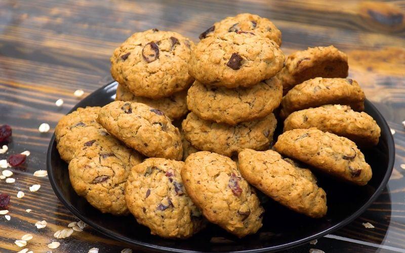 Овсяное печенье с миндалем и малиной