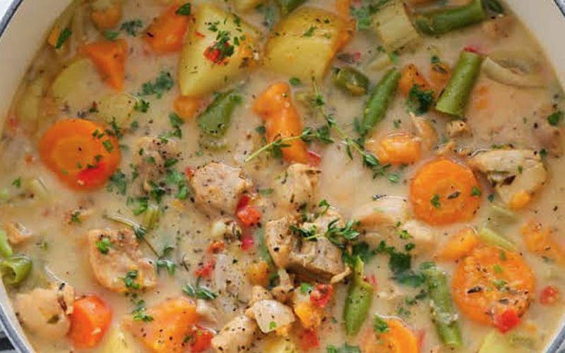 Суп с фасолью и овощами на мясном бульоне