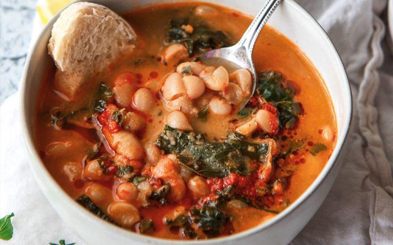 Овощной суп с зеленой и белой фасолью