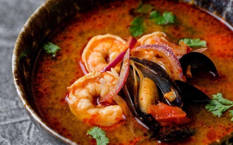 Суп из фасоли с томатами, тыквой и мидиями